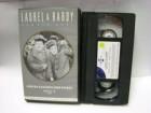 A 563 ) Laurel & Hardy Hinter Schloss und Riegel