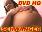 Schwangeres, farbiges Mädchen lässt sich im 8. Monat noch