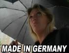 Deutsches Mädchen bei Regen auf der Strasse angesprochen um