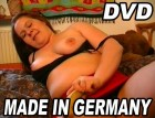 Dicke, fette, deutsche Frau befriedigt sich vor laufender Ka