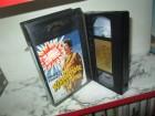 VHS - Knallschote der Armee - Arcade Glasbox